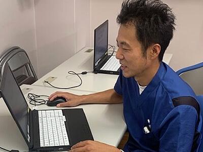 岩渕さん勤務風景