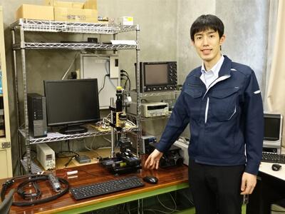 放電加工の研究室にて