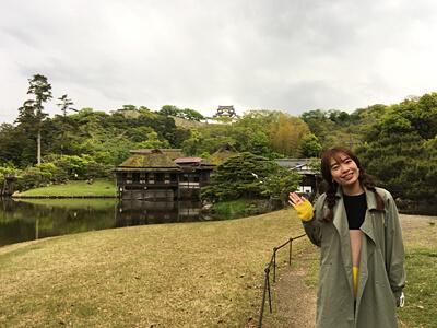 彦根城をバックに記念撮影